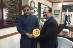 MD-GRG-presenting-GRG-gold-plated-shield-to-Minister-Maritime-Affairs-Mr-Ali-Zaidi-in-his-office-2
