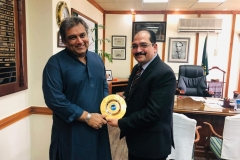MD-GRG-presenting-GRG-gold-plated-shield-to-Minister-Maritime-Affairs-Mr-Ali-Zaidi-in-his-office
