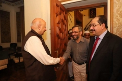 Governor-Punjab-welcoming-Director-Corporate-Affairs-GRG-at-Governor-House
