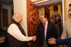 Governor-Punjab-welcoming-MD-GRG-at-Governor-House
