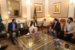 MD-GRG-on-Livestock-Proposal-with-Governor-Punjab-at-Governor-House